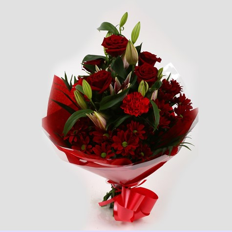 Red roses lilly bouquet
